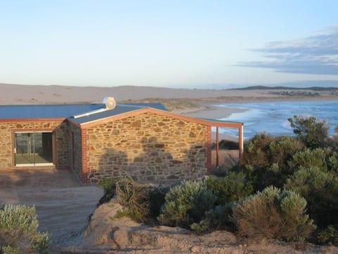 PRIVATE BEACH! Gorgeous House