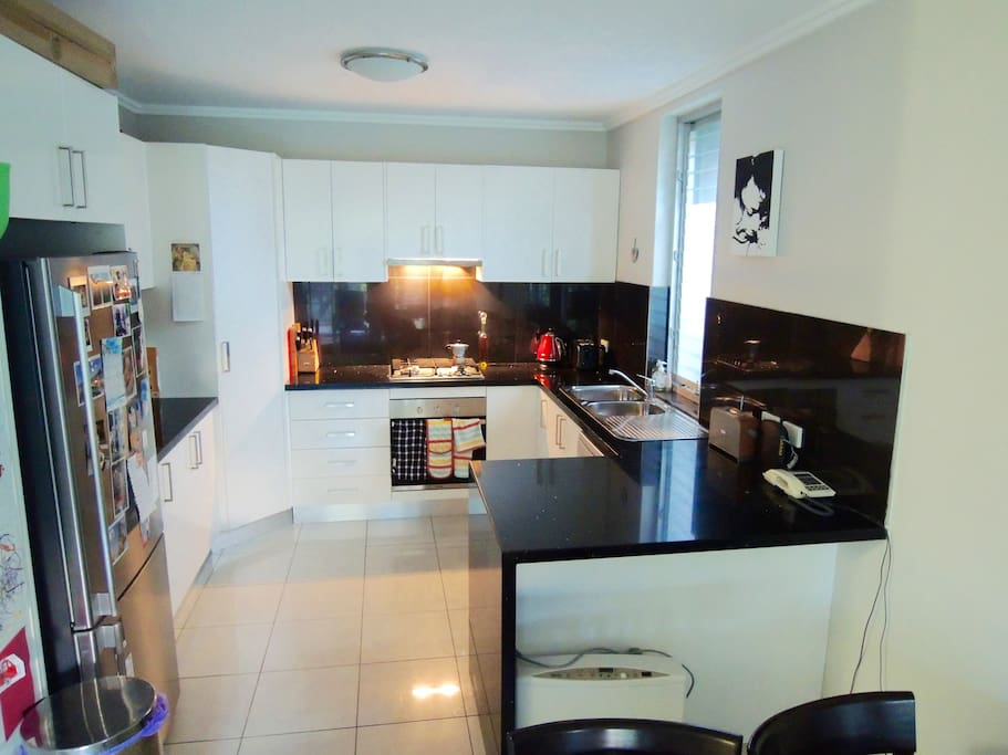 Modern kitchen with gas oven & hob, fridge/freezer & dishwasher