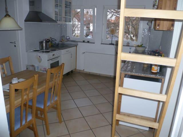 Gemütliche Wohnung mit Balkon  - Gleichen - Lägenhet