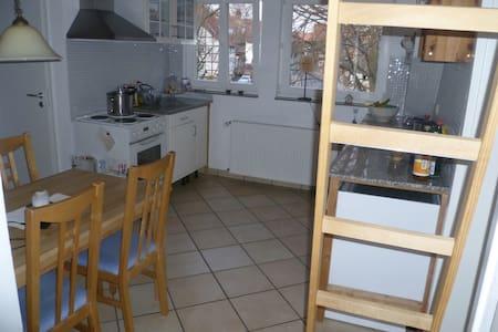 Gemütliche Wohnung mit Balkon  - Gleichen - Huoneisto