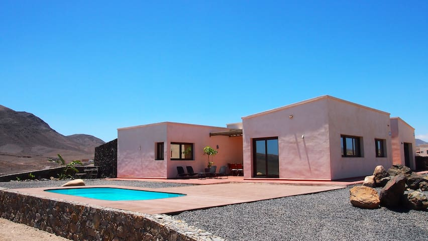 Stunning villa with sea views - Tarajalejo