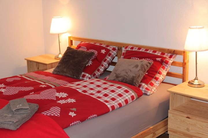 The Red - nice guestroom on farm  close Airport