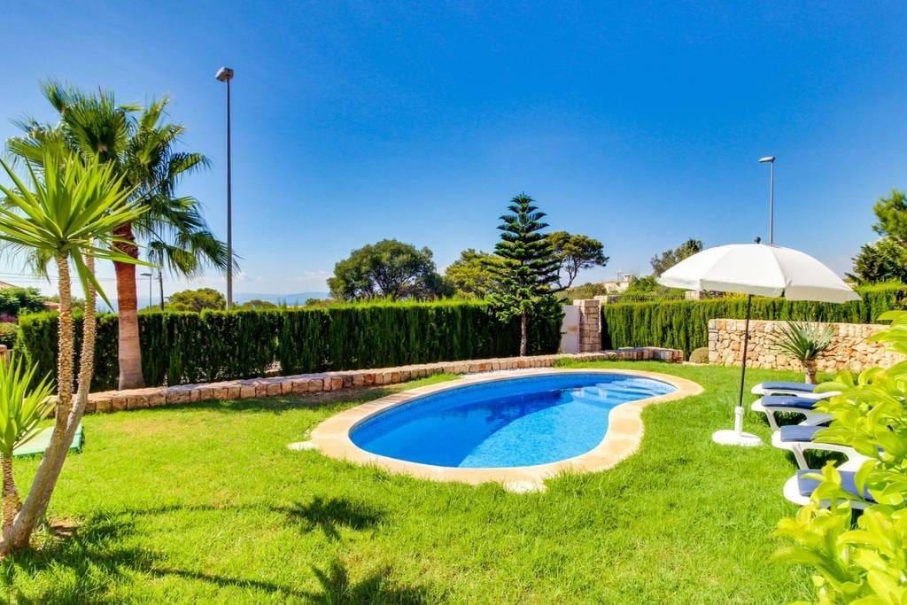 Chalet con piscina tolleric para 8 personas 80567 for Piscinas para chalets