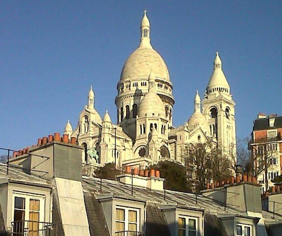 Romantic nest in Montmartre