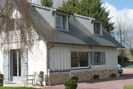 Gite dans un cadre verdoyant - Les Authieux-sur-Calonne - Casa