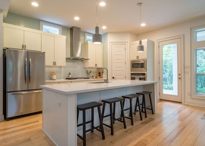 Open layout with bar seating for 4 at the kitchen counter