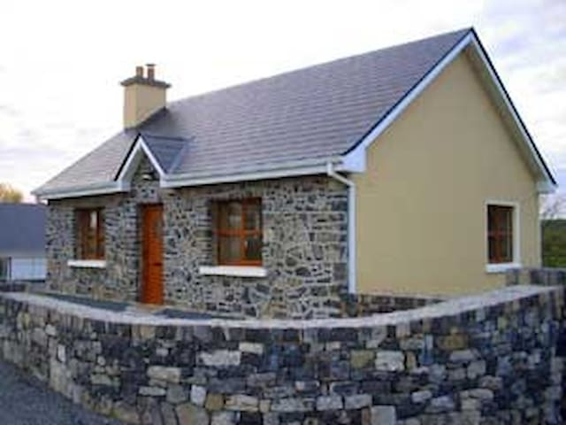 Roadside Cottage The Burren Kilfenora Co Clare Irl - Burren