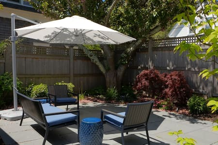 #132: Spacious & impeccably clean one-bedroom on Vine Street w/ a patio & deck!