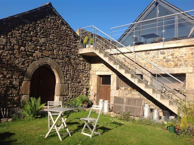 La Maison sous le toit - PLOUAGAT  - Hus