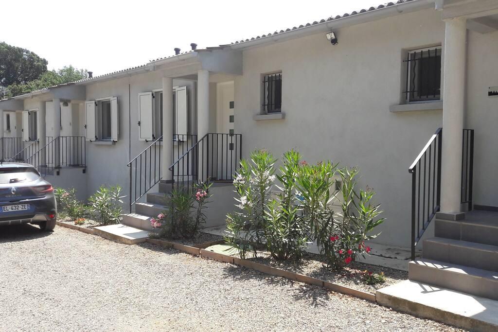 Les entrées des mini-villas