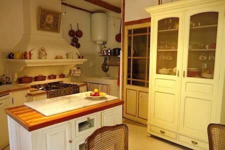 Lovely restored village house - Haus