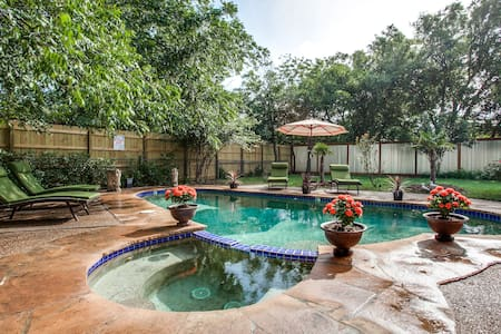 The pool house - Minutes from W7th/TCU/Stockyards