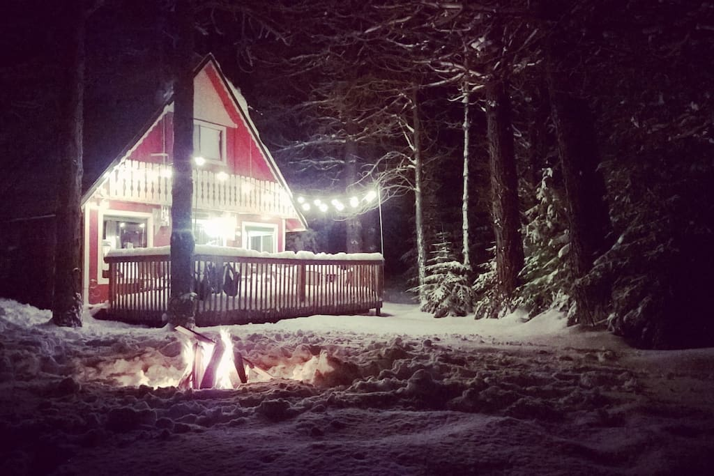 Cute and cozy, red cabin in the forest.  Super close to Lake Wenatchee, Stevens Pass, Leavenworth, Fish Lake and tons more!