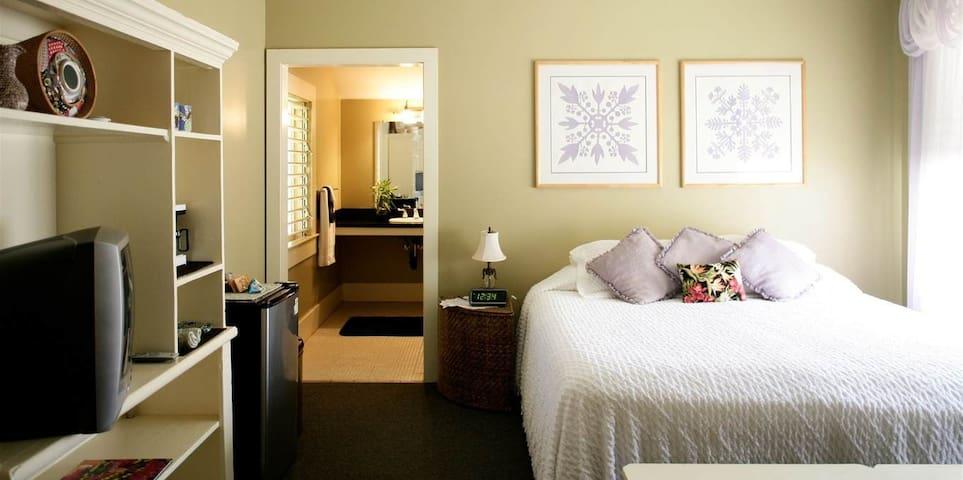 Inn Waimea- Taro Room