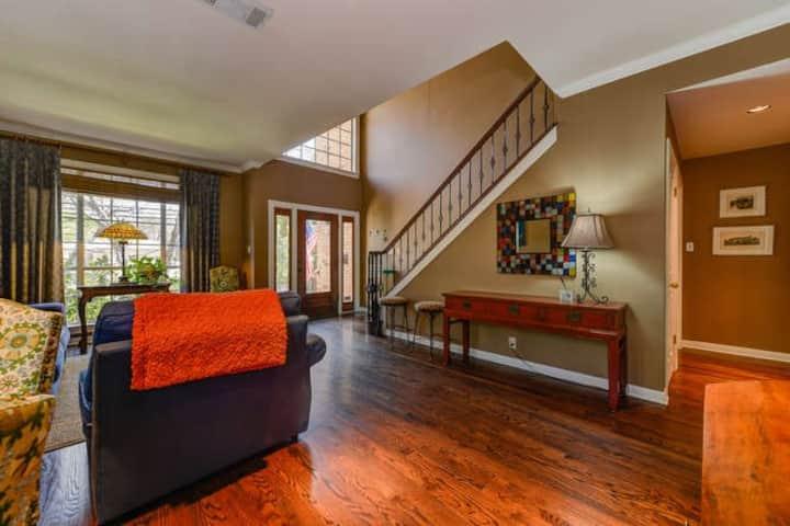 Fantastic Tarrytown Home 4BD/3.5 CLEAN & SPACIOUS!