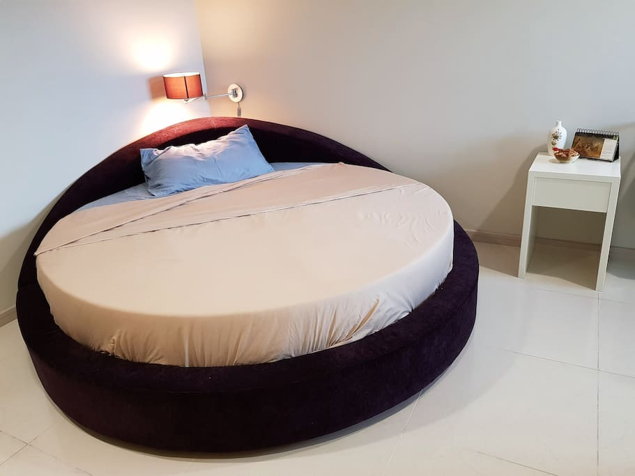 Private Room - Large round bed