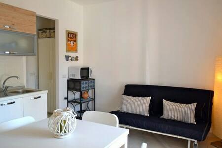 Poggio Azzurro apartment sea view! - Muntiggioni