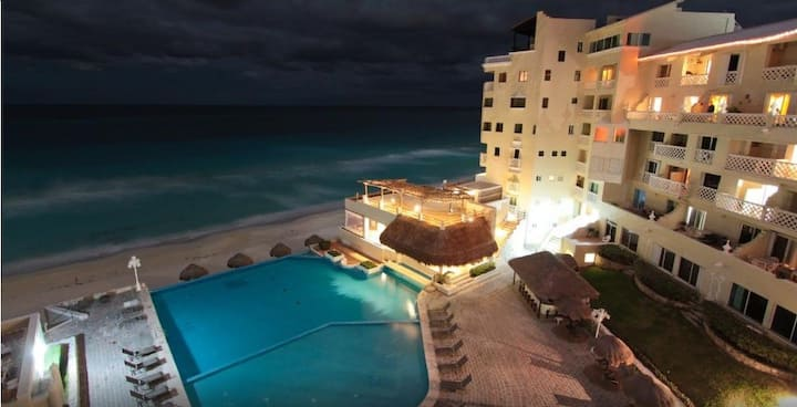 Condo-Ocean View at Cancun Plaza 10 min of Airport