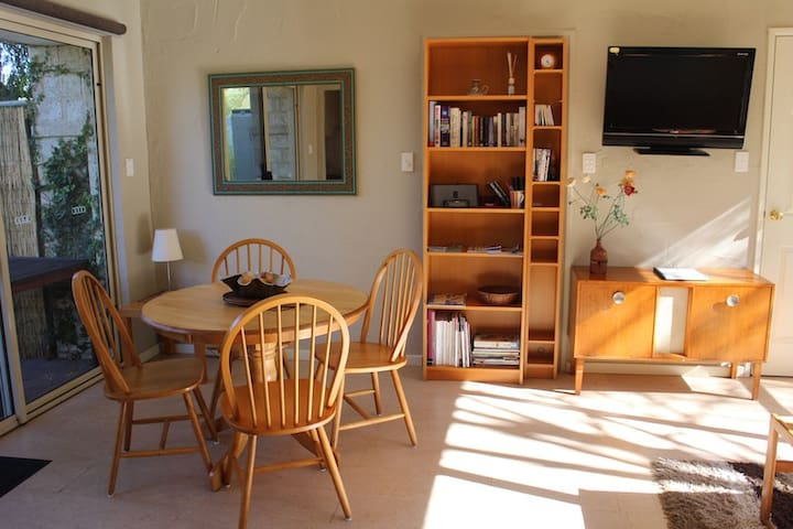 Quiet modern luxury 1br apartment - South Fremantle - Lägenhet