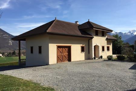 Maison 200m2 vue lac à 800m du lac d'Annecy - Lathuile - Rumah