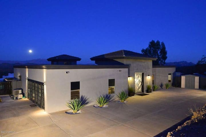 Custom contemporary 5-bedroom home with privacy!