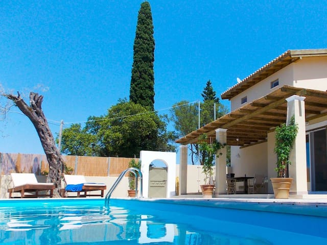Villa Zoe: Luxury And Private Pool - Agios Prokopios - Casa de camp