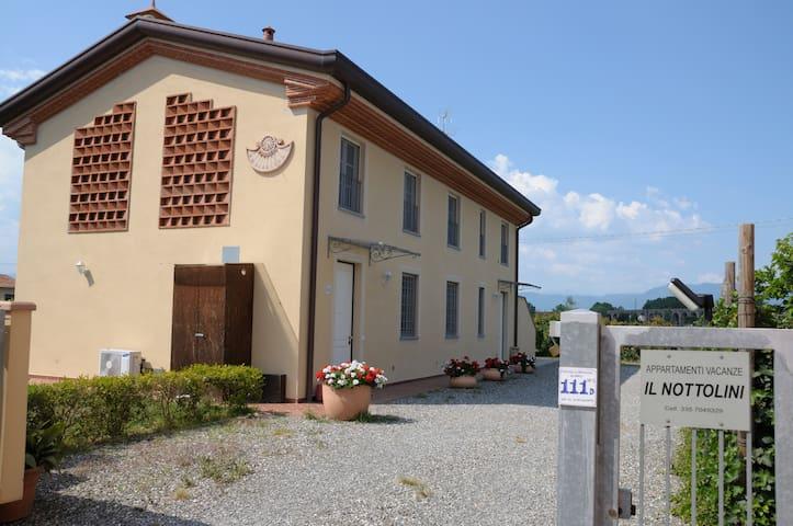 Appartamenti Vacanze Il Nottolini - Lucca - Flat