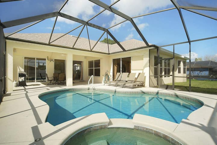 Wischis Florida Vacation Home - Tropical Pearl in Cape Coral