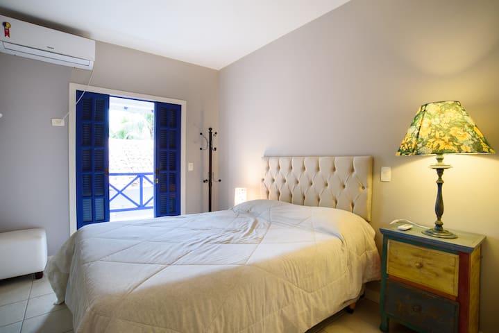 Suíte 2 (uma cama casal)