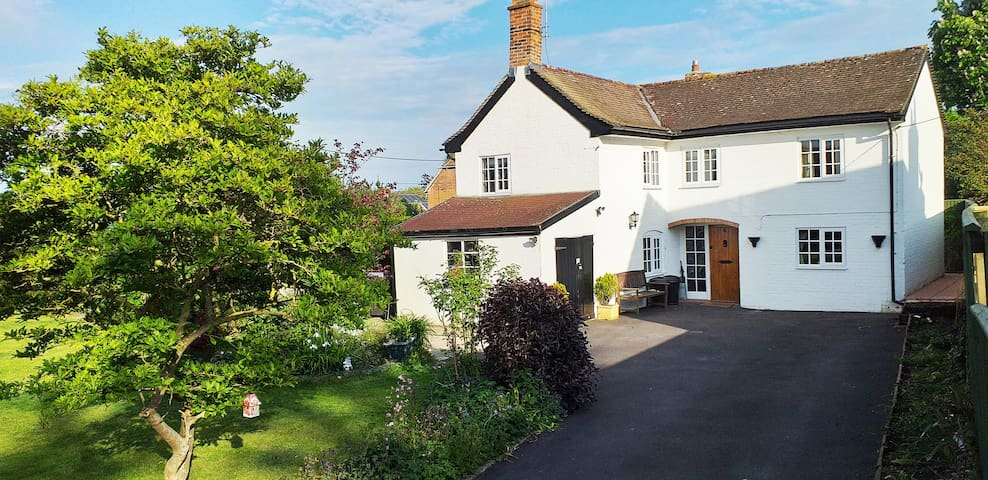 Detached Character cottage in central Wiltshire