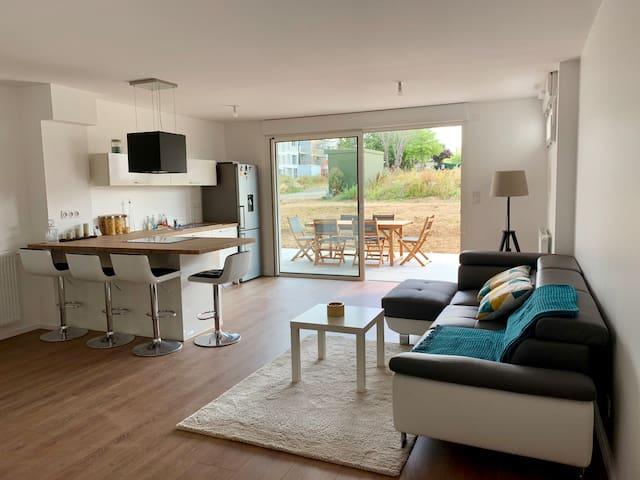 Bel appartement neuf spacieux avec jardin