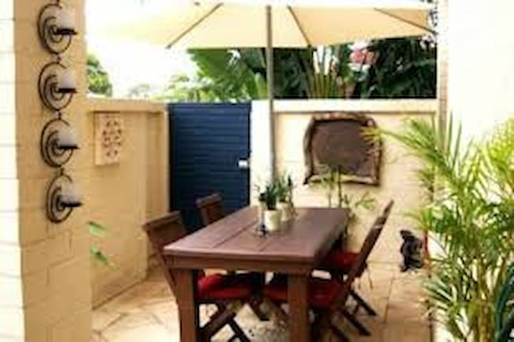 Tropical courtyard bbq and outdoor setting