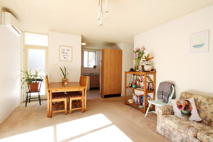 Sunny Apartment w/ Garage