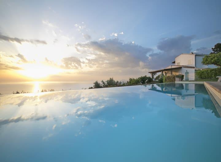 VILLA LAURA-Luxury villa in Sicily