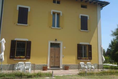 Alle porte di Bologna - Castel Maggiore - B&B