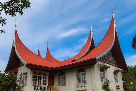Rumah 3 Kamar Tidur Gaya Tradisional Minangkabau