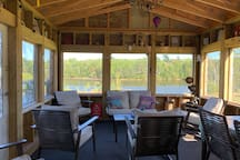 4 bdrm, 2.5 bath Riverside Retreat sleeps up to 12