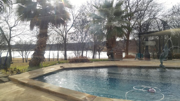 One Mile to Knotting Hill, Pool Side, Lake Side