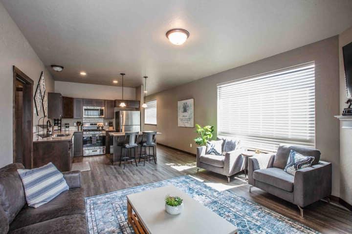 Brand new!! Beautiful 2 bedroom, 2 bath duplex
