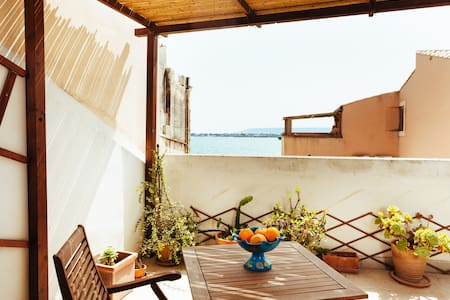 Charming apt with terrace sea view