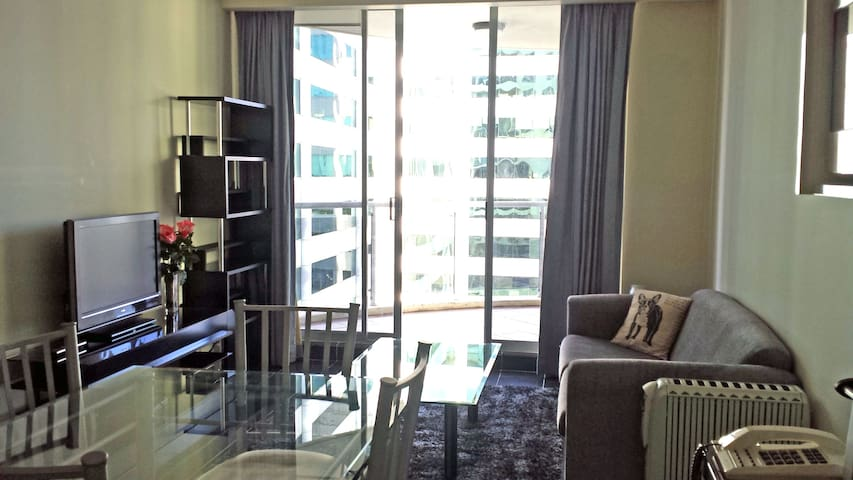 Modern 1 Bed Chatswood Apartment