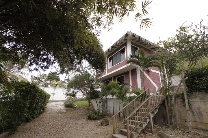 3 Bedroom 3 Bath Private Beach - Olon - House
