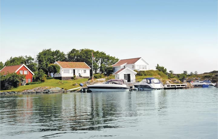 Stunning home in Flekkerøy with WiFi and 2 Bedrooms