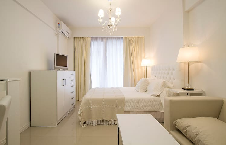 ALL NEW, CHIC APARTMENT RECOLETA