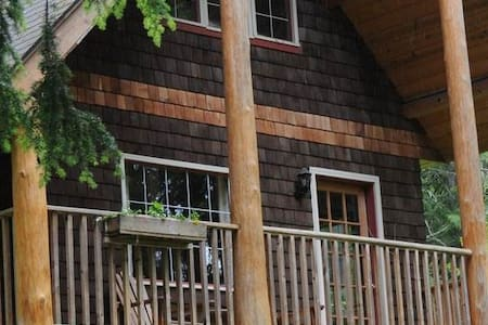 Squirrel's Den Cabin at Wedgwood Retreat - Crawford Bay - Chalet