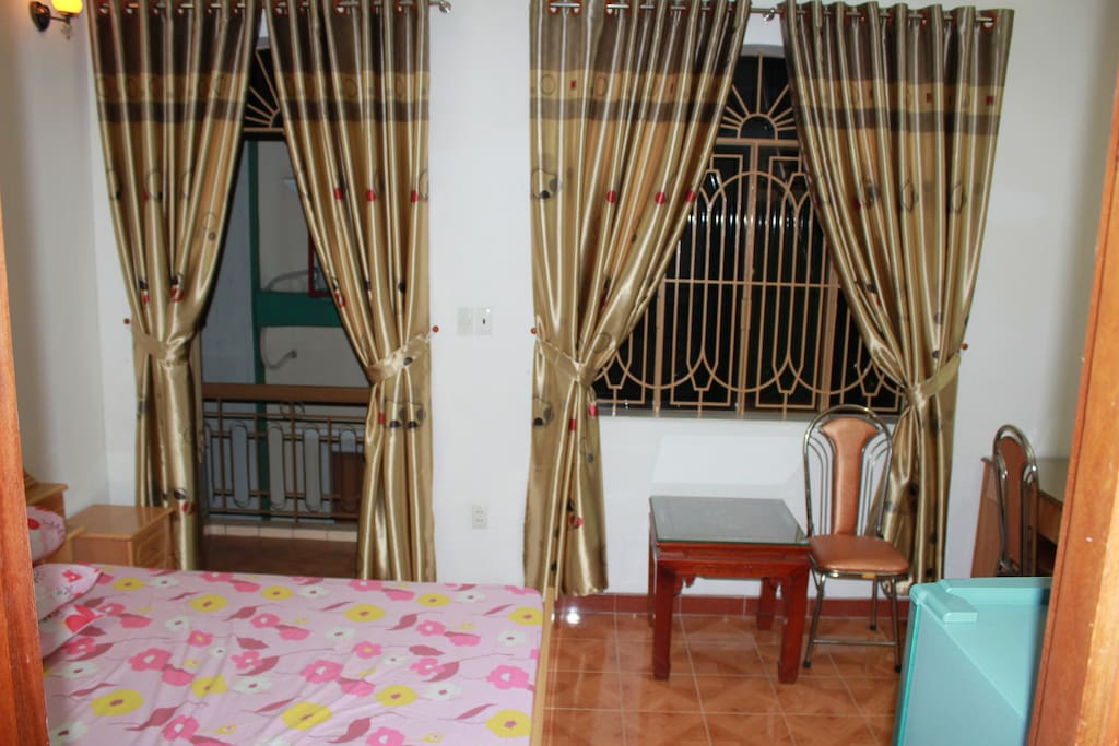 This is a small room fully furnished.