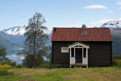 Robjørgane Gardshus - finn fred, ro og  fin natur!