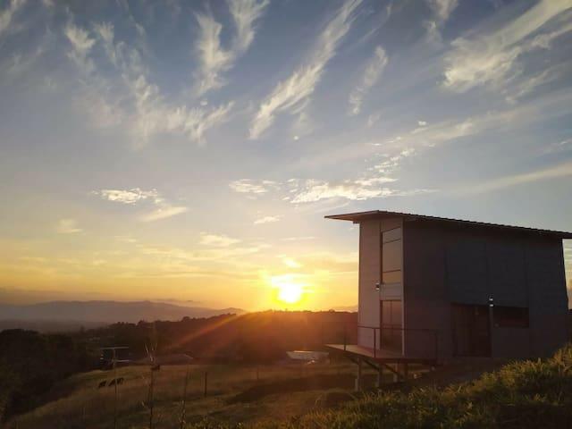 Loft Villa Guadalupe en Poás con excelente vista.