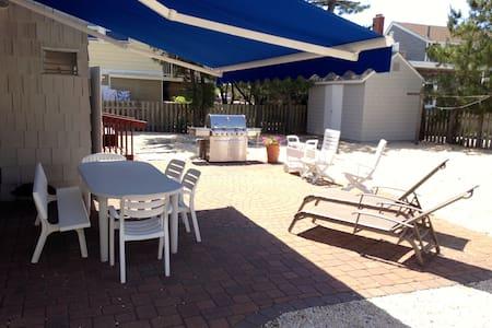 Gorgeous home 100 steps to beach - Long Beach Township