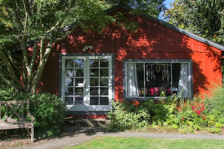 Garden Cottage with View Near Town - Sebastopol